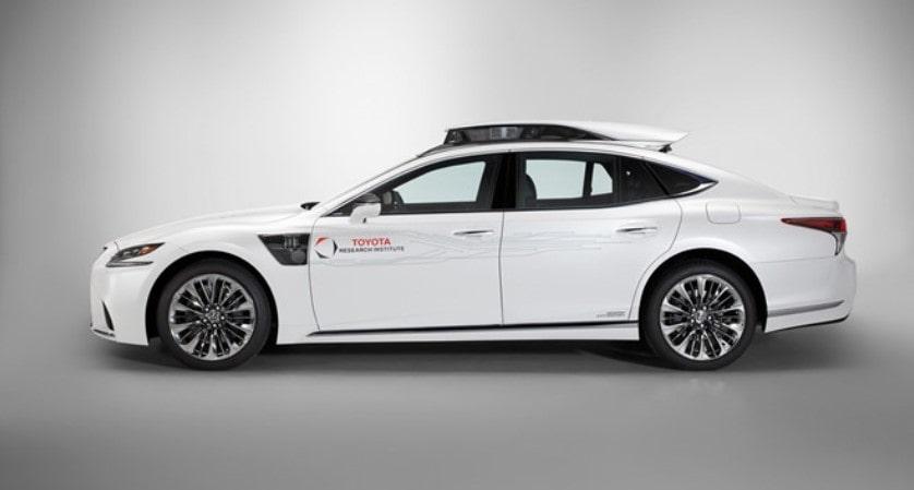 Тойота запустила суперуправляемый автомобиль на CES 2019