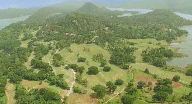 Одно из полей для гольфа в Шри-Ланке