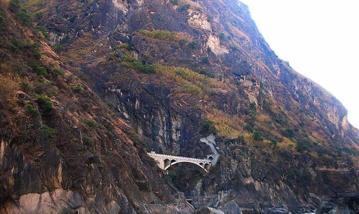 Ущелье Прыгающего Тигра, провинция Юньнань